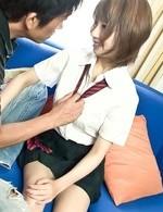 制服を脱がせると、バスト96センチFカップ爆乳がボヨヨ~ンの爆乳美咲結衣ちゃん。高速指マンで喘ぎまくりの爆乳娘!