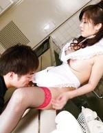 裸エプロンで登場した吉川萌ちゃん。キッチンでクンニから仁王立ちフェラ。そのまま正常位で喘ぎまくり!