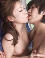 キュートなブラを外すと、乳首はツンと勃起している倉知莉花ちゃん。膣奥までぶち込まれ、中出しファック!
