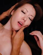黒のマイクロビキニ姿で登場した高身長女教師桜井千里と乱交ファック。強制イラマチオから顔騎責め。フィニッシュは中出し!