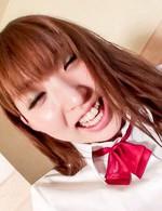 笑顔が似合うキュートな女子校生とハメ撮り。バックで突き上げ、正常位で鬼突きからドピュと膣奥発射で中出し!