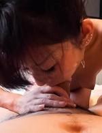 セックスは大好きと言う微熟女菊枝さんが登場。たっぷりとご奉仕フェラから、騎乗位生挿入で喘ぎまくる!